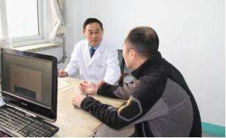 李志晶主任耐心给患者分析病情
